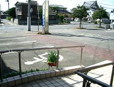 駐車場および入口
